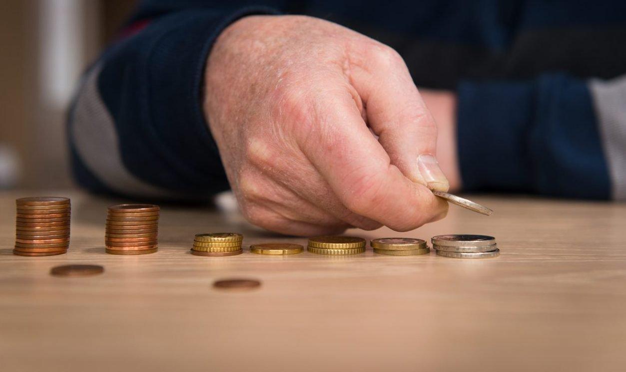 Pensioen_geld_geldstapeltjes_munten_oud