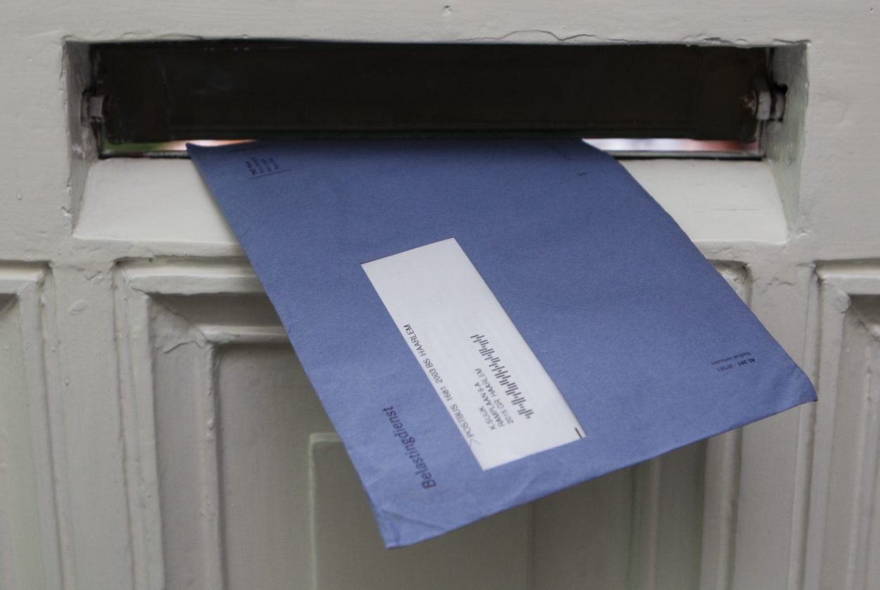 Belasting_enveloppe_blauwe envelop_belastingdienst_brievenbus_brievenbusfirma_rulings_belastingrulilngs