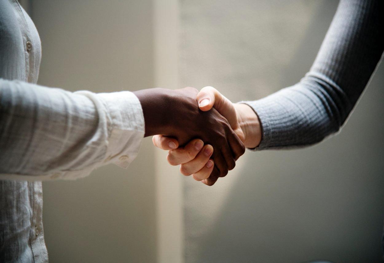 Deal_handen_afspraak_samenwerking