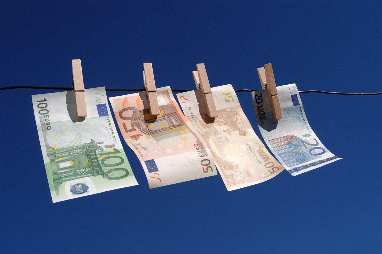 Geld_witwassen_bezuiniging_waslijn_euro